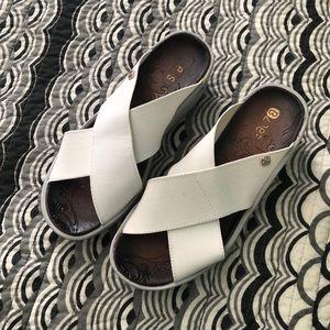 Bzees White Women's Desire Sandals